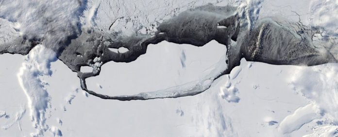 Epic Timelapse Shows The Breaking of a Giant Iceberg in Antarctica (Photo)