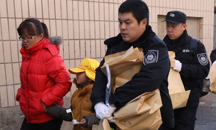 China primary school attack: Man injures 20 kids with hammer