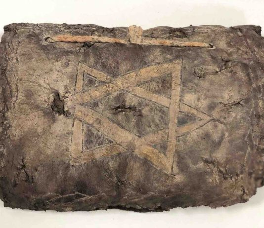 1200 year old Bible seized from smuggling suspects in Turkey (Reports)