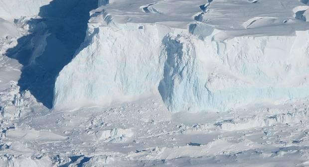 Huge Cavity in Antarctic Glacier Signals Rapid Decay (Reports)