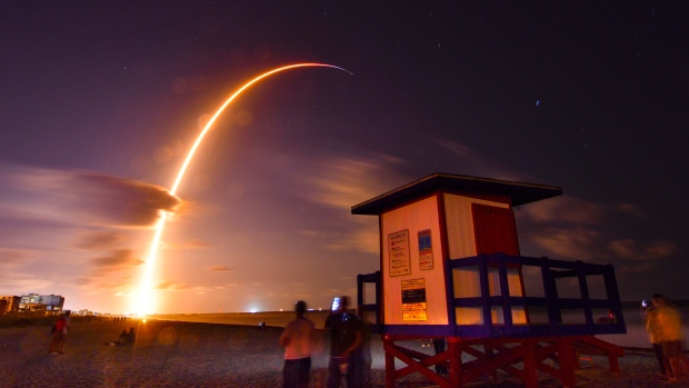Video: Space X Sucessfully Launched 60 More Internet Sattelites