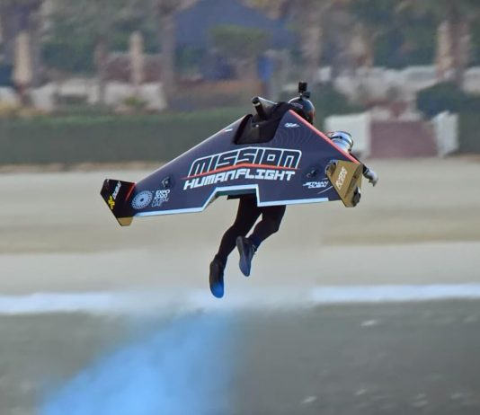 Jetpack pilot Vince Reffet set a new altitude record in Dubai (Video)