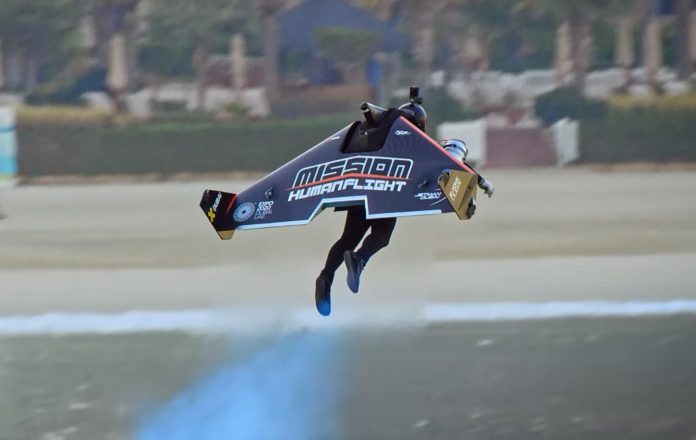 Jetpack pilot Vince Reffet set a new altitude record in Dubai (Video)