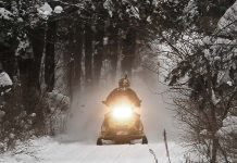 Teen dies in snowmobile crash in Ontario