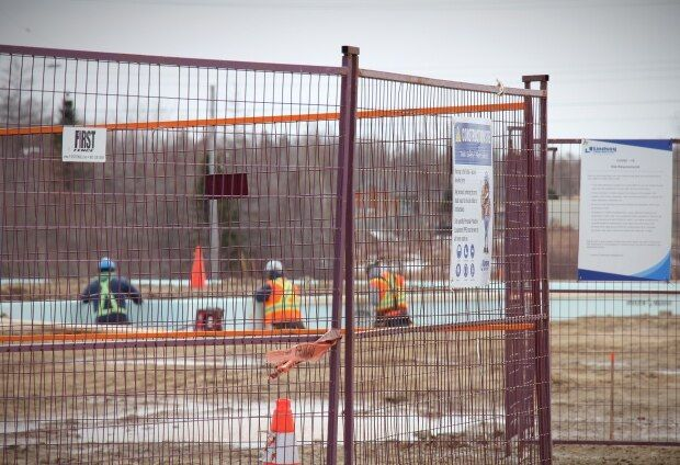 Coronavirus Canada updates: Membertou commercial building going up just as N.S. shut down due to COVID-19