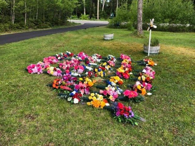 Coronavirus Canada updates: Northwood's silk flowers bloom for those who died in COVID-19 outbreak