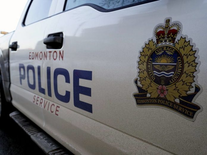 Edmonton police officer who posted photo of arrest to Instagram should be formally investigated