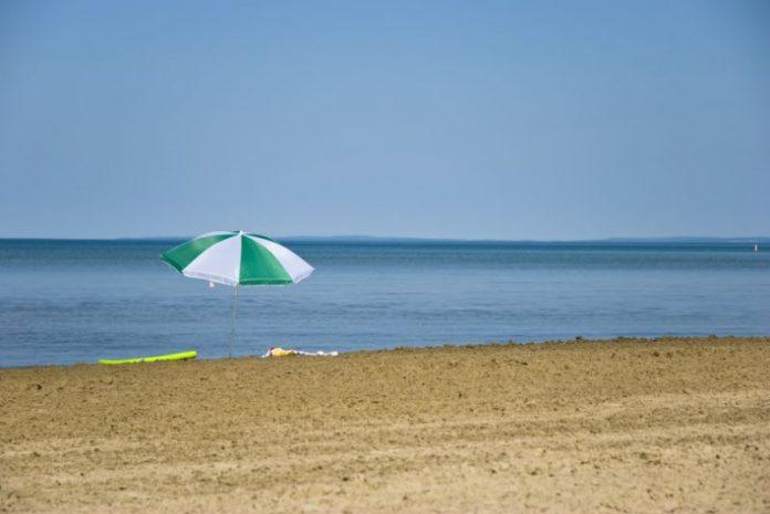 Coronavirus Canada updates: Wasaga Beach working on ways to control crowds