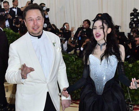 Grimes calls out boyfriend Elon Musk for 'pronouns suck' tweet, Report