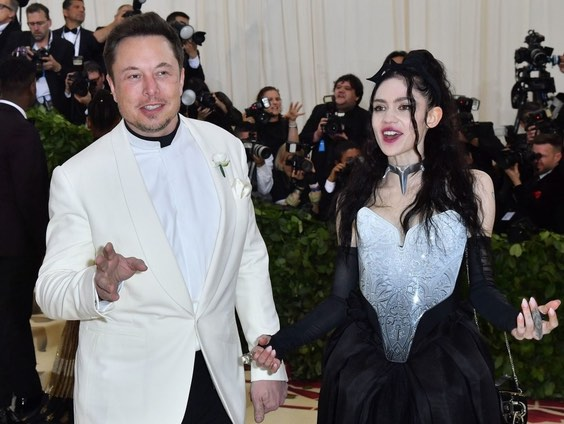 Grimes calls out boyfriend Elon Musk for 'pronouns suck' tweet, Report