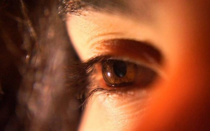 New Study: Long-wavelength light for 3 minutes a day could boost aging eyesight