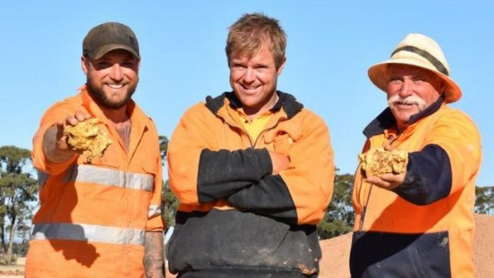 Australia: Two gold nuggets worth $350K found
