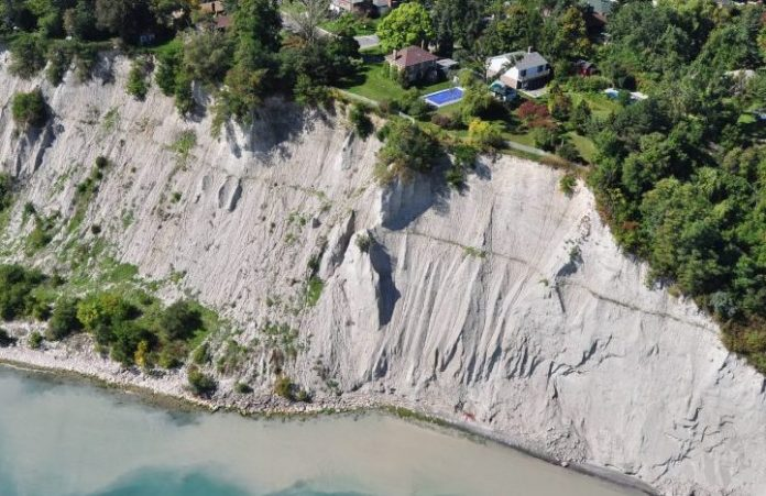 Chunk of Scarborough Bluffs cliff side slips to lake, Report