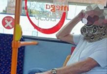 Man 'wears' snake as face mask on bus (Video)