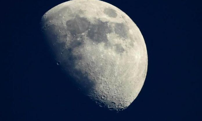 Report: Nasa wants private companies to help it mine the moon