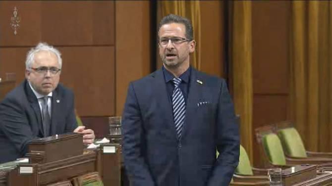 Blanchet demands apology for War Measures Act, Report