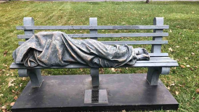 Homeless Jesus statue put on bench in Ohio (Picture)