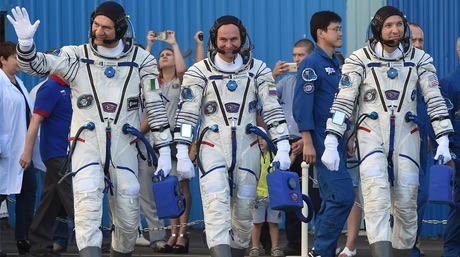 US-Russian crew returns to Earth from ISS, Report