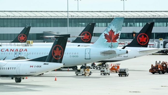 Canadian government makes airline aid contingent on passenger refunds, Report