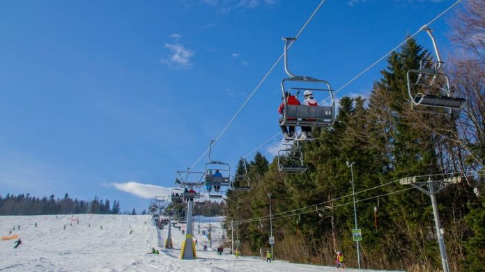 Coronavirus Canada Updates: Ontario skiers breaking lockdowns to ski in Quebec