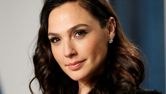 Gal Gadot defends playing Cleopatra despite whitewashing accusations, Report