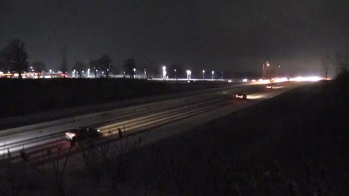 Local stretch of eastbound 401 shut after Christmas Eve crashes, Report