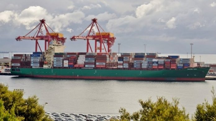 Maersk Warns of Africa Piracy Risk After Cargo Ship Attacked, Report