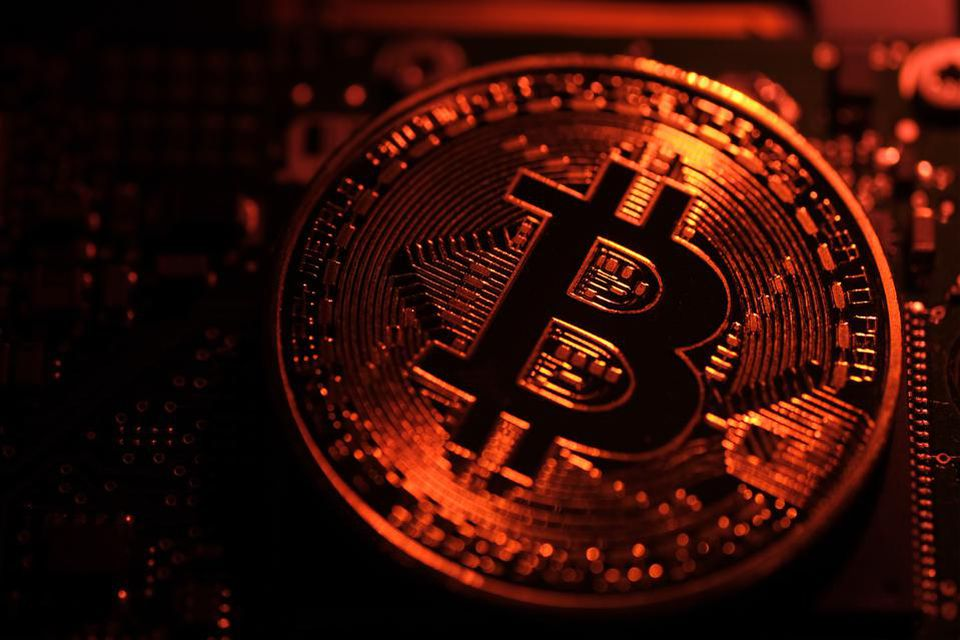 Bitcoin's volatile week rattles faith in crypto resurgence