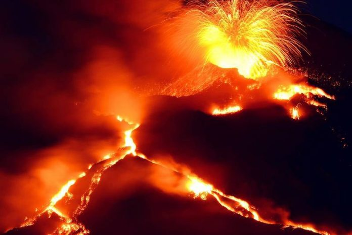 Italy's Mount Etna erupts, turns into dangerous beauty (Video)