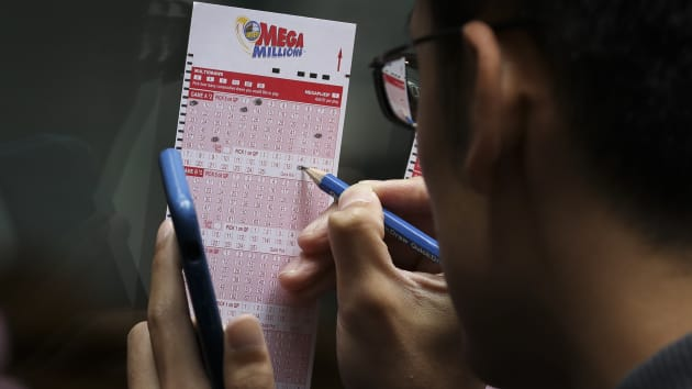 Mega Millions climbs to $600 million, Powerball drawing tonight (Report)