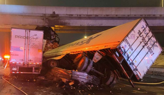 Truck driver injured in Hwy. 401 crash involving two tractor-trailers