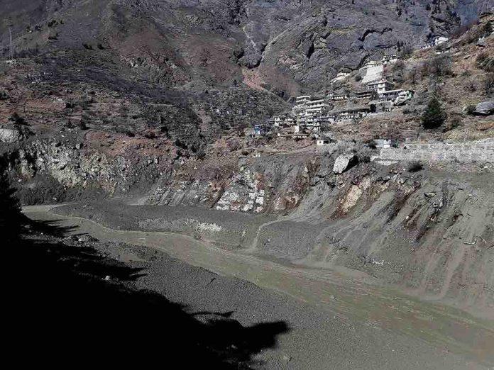 Glacier breaks in India's north; flood kills nine, 140 missing