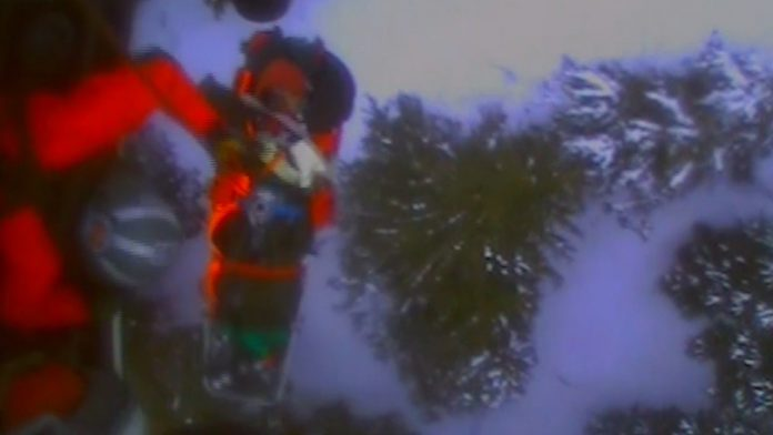 Skier airlifted to safety after being mauled by bear (Video)
