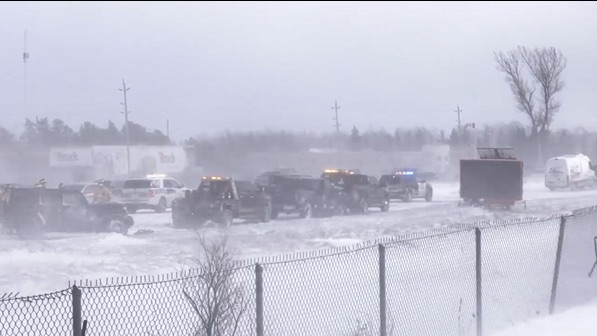 Section of Highway 400 closes amid whiteout, multi-vehicle pileup (Report)