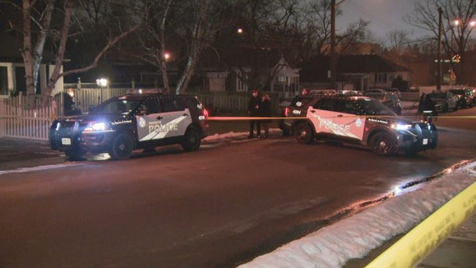 Man dead, two suspects in custody after stabbing in Scarborough, Toronto