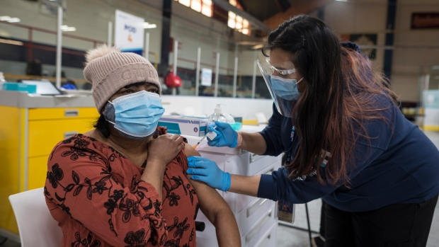 Coronavirus: Ontario to hold update on COVID-19 vaccine rollout