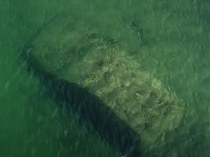 Toronto Police Pull Mystery Car from Lake Ontario (Video)