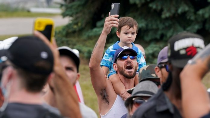 Justin Trudeau climate promises interrupted by angry crowd in Ontario